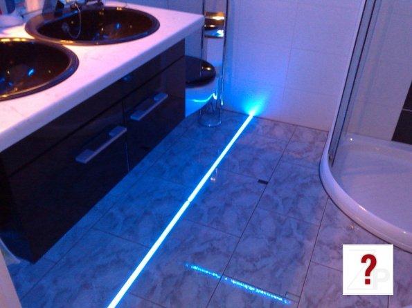 highlight led stylische badezimmer fu boden beleuchtung. Black Bedroom Furniture Sets. Home Design Ideas