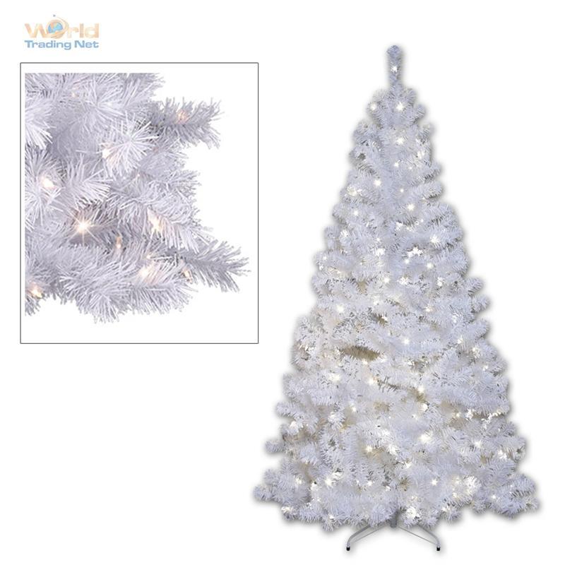 Weihnachtsbaum beleuchtet aussen