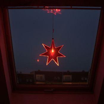 fensterstern acryl rot weihnachtsstern mit led lampe weihnachts fenster stern 22 ebay. Black Bedroom Furniture Sets. Home Design Ideas