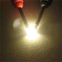 SMD LED mit breit abstrahlenden Öffnungswinkel
