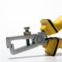Abisolierer für elektrische Leiter in Form von Draht oder Litze