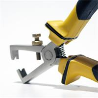 Profiwerkzeug mit Federmechanismus und  isolierten Griff