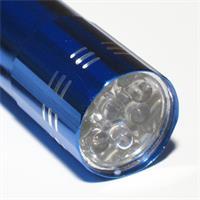 Taschenlampe mit eloxiertem Alugehäuse und xenon-weißen LEDs