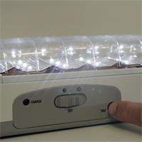 LED-Notleuchte mit Testfunktion und regelbarer Helligkeit