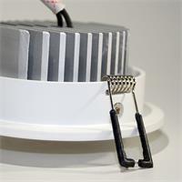 LED Leuchtmittel im weißem Design-Aluminium Gehäuse mit starken Halteklammern