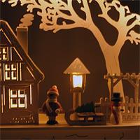 Lichterbogen mit weißem Holz und warmweißen LEDS