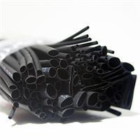 schwarzer und farbiger Schrumpfschlauch im Set für Reparaturarbeiten