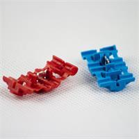 Kunststoff-Abzweigverbinder mit Schneidklemmen im Inneren des Gehäuses