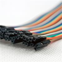 Steckverbinder sind kompatibel mit 2,54 mm Stiftleisten