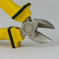 gehärteter Werkzeugstahl sorgt für einen sauberen Schnitt