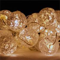 Deko-Lichterkette mit 15 warmweiß-leuchtenden LED-Kugeln