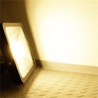 LED Außenstrahler Slim mit unfassbaren 5400lm Lichtstrom und warm-weißer Leuchtfarbe