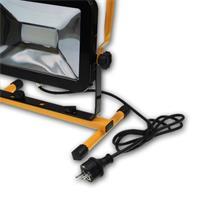 kompakter und standsicherer LED Strahler für jede Baustelle