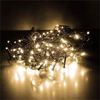 LED mit warm weißem Schein sind an verschieden langen Strängen verteilt