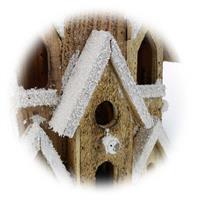 LED Dekohaus mit filigrane Holzarbeit mit liebevollen Details