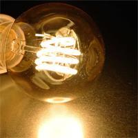 Vintage-Glühbirne mit spiralförmigem LED-Leuchtfaden