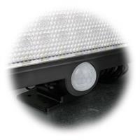LED Flutlichtstrahler schaltet bei Bewegung in der Aktivierungszone Licht ein