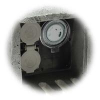 2 Schutzkontaktsteckdosen mit Federklappdeckel und integrierter Timer