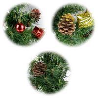Tannenbaum mit LED Lichterkette und liebevoller Weihnachtsdekoration
