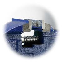 robuster und stabiler Schraubstock mit auswechselbaren Klemmbacken
