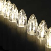 LED Baumkerzen erstrahlen in einem sanften warmen Licht
