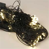 Warmweiß leuchtendes LED Lichternetz für außen