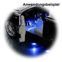 Modellautoset mit blauer Unterbodenbeleuchtung