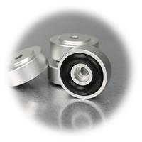 hochwertige Gerätefüße mit Gummidämpfer zur Verbesserung der Akustik