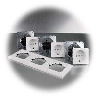 MILOS Dreifach-Unterputz Steckdose mit Rahmen