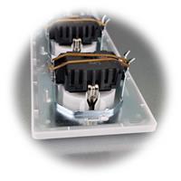MILOS Dreifach-Steckdose mit Rahmen zur Unterputz -Montage