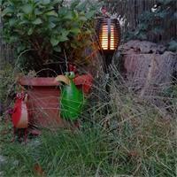 LED Solar Gartenfackel erzeugt realistisch wirkende Flamme