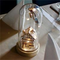 Glasleuchte auf Holzsockel mit LED Batterielichterkette
