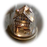 winterliche Szene in LED Dekoleuchte aus Glas und Holz