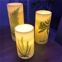 LED Stumpenkerze mit warmweißer LED, imitiert eine natürliche Flamme