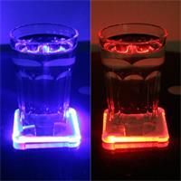 Das volle Glas auf dem Untersetzer aktiviert die LEDs