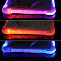 Die LED-Untersetzer wechseln langsam die Farbe von rot zu blau