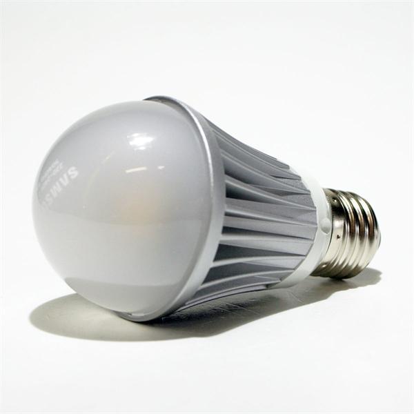Samsung LED Energiesparlampe entspricht ca.einer 45W Glühlampe