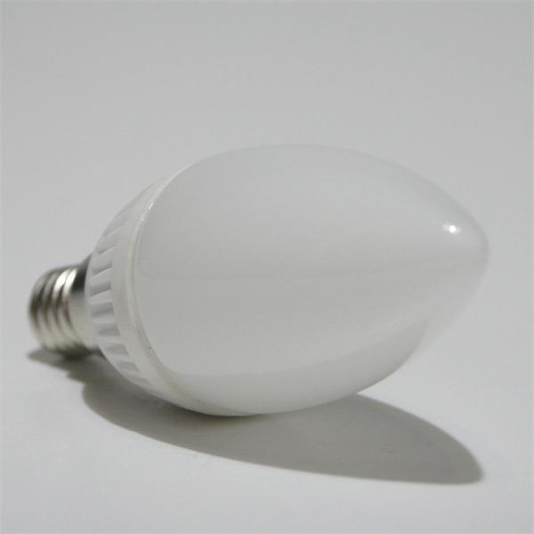 LED Energiesparlampe Kerzenform Fassung E14 mit einer Farbtemperatur von 6200°K