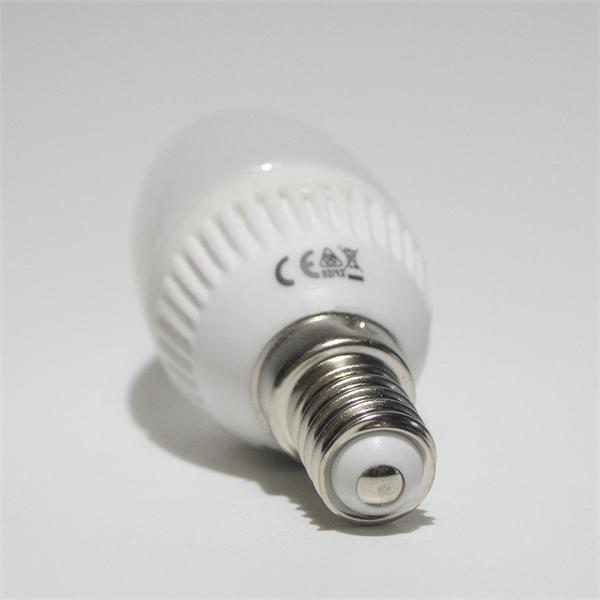 LED Glühbirne Kerze mit Sockel E14 für 230V und nur ca. 2,5W Verbrauch