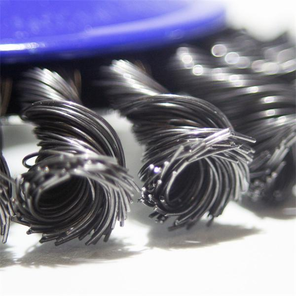 Zopfbürste zum Bearbeiten von Metalloberflächen