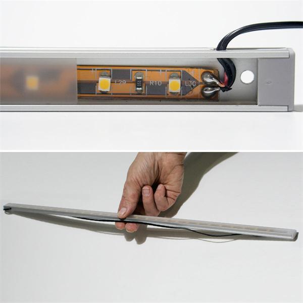 superflache LED Aufbauleuchte mit hellen und breitstrahlenden LEDs