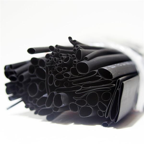 schwarzer Schrumpfschlauch im Set für kleine Reparaturarbeiten