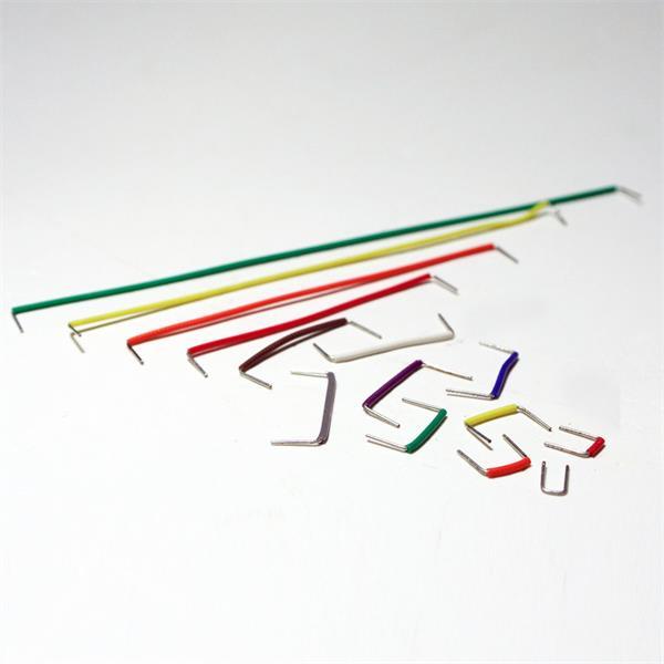 isolierte Jumper in verschiedenen Längen und Farben