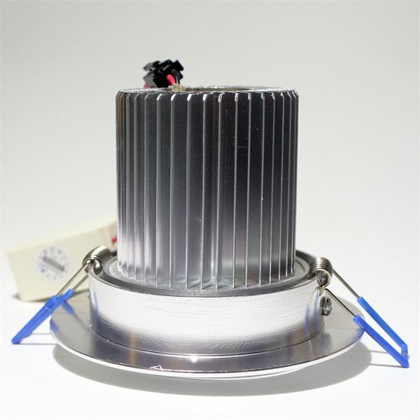 LED Strahler schwenkbar mit 90mm Einbau-Ø und 76mm Einbau-Tiefe (+ Raum für Abluft)