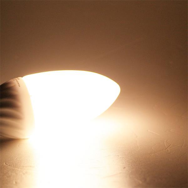 LED Kerzenleuchte mit ca. 240 Lumen Lichtstrom und sehr breitem Stahlbild