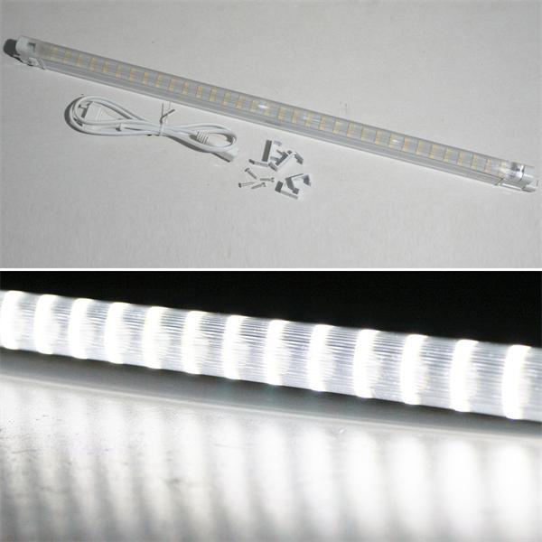 LED Leuchte mit Halteclips und Anschlussleitung