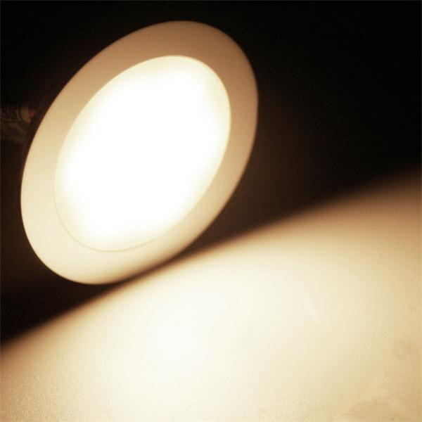 LED Einbaustrahler mit 9 warm-weißen LEDs und ca. 45lm Lichtstrom