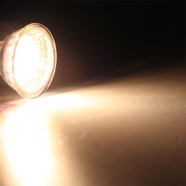 GU10 LED Energiesparlampe mit 50lm Lichtstrom für dezente Randbeleuchtung