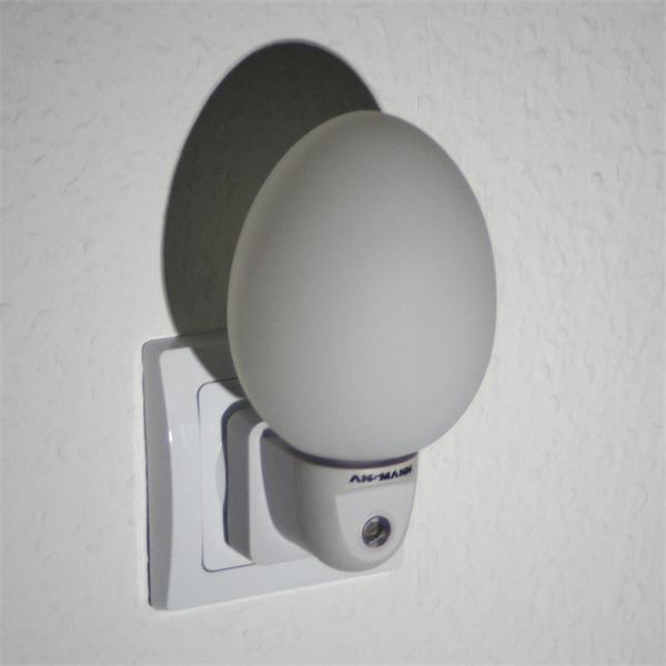 LED Notlicht mit Kunststoffgehäuse und ovalem Lichtaustritt