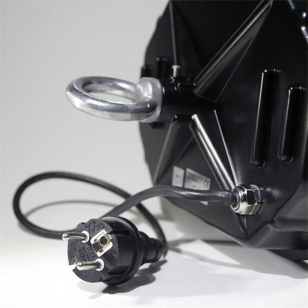 LED Strahler mit direkten Anschluss an 230V und stabiler Aufhängung
